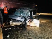 Kamyonet Kamyona Arkadan Çarptı Açıklaması 1 Ölü, 3 Yaralı