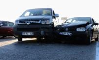 Otomobil İle Kamyonet Çarpıştı Açıklaması 1'İ Çocuk 5 Yaralı