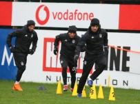 NEVZAT DEMİR - Beşiktaş'ta Derbi Hazırlıkları Yağmur Altında Başladı
