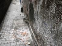 MOBESE - Duvarı Delip 220 Bin TL'lik Telefon Çaldılar