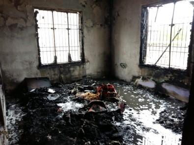 Evde Çıkan Yangında Eşyalar Kullanılamaz Hale Geldi