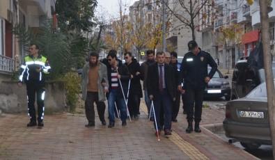 Görme Engelliler Ve Emniyet Müdürü Sarı Çizgilerin Önemine Dikkat Çekti