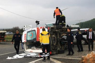 Hasta Taşıyan Ambulans Kaza Yaptı Açıklaması 4 Yaralı
