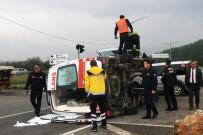 AMBULANS ŞOFÖRÜ - Hasta Taşıyan Ambulans Kaza Yaptı Açıklaması 4 Yaralı
