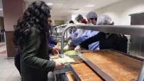 SÜLEYMAN DEMİREL - Öğrencilere Yemekhanede Sürpriz Konser