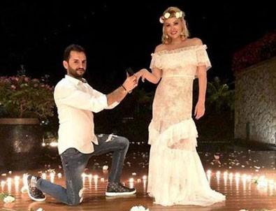 Şarkıcı Aylin Coşkun'a romantik evlilik teklifi!
