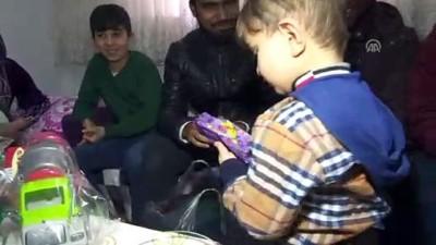 YTB'nin Yabancı Bursiyerlerinden Suriyeli Ailelere Yardım
