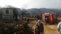 Elektrik Kontağından Çıkan Yangın Ahşap Evi Küle Çevirdi