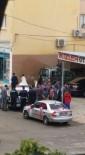 GELİN ARABASI - Gelin Arabası İle Ekmek Taşıyan Araç Çarpıştı