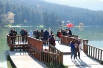Güneşli Havayı Fırsat Bilen Tatilciler Gölcük'e Akın Etti