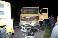 HAFRİYAT KAMYONU - Otomobil İle Hafriyat Kamyonu Çarpıştı Açıklaması 2 Ölü