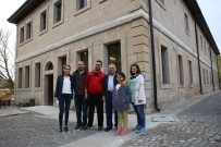 REFERANS - Başkan Memduh Büyükkılıç, Gesi İlkokulu Ve Çevre Düzenleme Çalışma Alanında