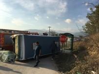 SERVİS OTOBÜSÜ - Belediye Otobüsü İle Otomobil Çarpıştı Açıklaması 4 Yaralı
