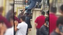 Eli Demir Parmaklıklara Saplanan Öğrenci Kurtarıldı