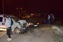 YARALI KADIN - Antrenman İzleyen Çifte Otomobil Çarptı Açıklaması 1 Yaralı