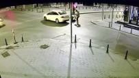 TAKSIM - Beyoğlu'nda Gasp Ettiği Turist Çifti Taksiden Attı