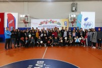 BADMINTON - Eyüpsultan'da 70 Okula Spor Malzeme Desteği