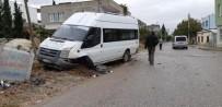 ÖĞRENCİ SERVİSİ - Minibüs İle Otomobil Çarpıştı Açıklaması 2 Yaralı