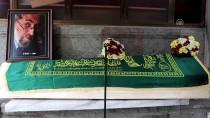 BEDRİ RAHMİ EYÜBOĞLU - Ressam Yusuf Katipoğlu'nun Cenazesi Toprağa Verildi