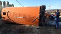 Yol Süpürme Kamyonu İle Maden Yüklü Tır Çarpıştı Açıklaması 2 Yaralı