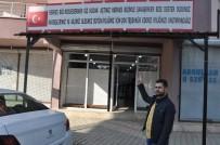 Astığı Tabelayla Türkiye'ye Teşekkür Etti