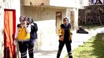 YUNUSEMRE - Beline Bağladığı Kabloyla Balkondan İnmeye Çalışırken Düşen Engelli Öldü