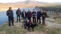 YAVRU KÖPEK - Kaya Yarığına Sıkışan Köpek Ve Yavrusunu AFAD Ekipleri Kurtardı