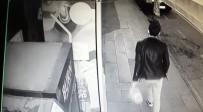 FIRINCILAR - Market Önünde Bırakılan Simitleri Çaldı