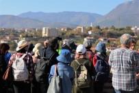 YERLİ TURİST - Uzakdoğulu Turistlerin Osmanlı Kenti Safranbolu Hayranlığı
