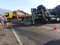 DEMRE - Freni Patlayan İş Makinesi Kaza Yaptı
