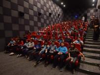 SİNEMA SALONU - Kemalpaşa Belediyesi 6 Bin 500 Öğrenciyi Sinema İle Buluşturdu
