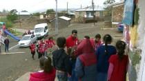 Köy Çocuklarının Yüzü Kızılay Gönüllüleri İle Güldü
