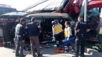 Küçükbaş Hayvan Taşıyan Kamyon İle Hafif Ticareti Araç Çarpıştı Açıklaması 1 Ölü, 2 Yaralı