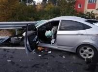 Otomobil Bariyerlere Ok Gibi Saplandı Açıklaması 1 Ölü, 1 Ağır Yaralı
