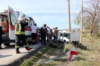 Otomobil Direğe Çarptı Açıklaması 3 Yaralı