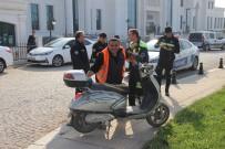 Otomobil Plakasız Motorsikletle Çarpıştı