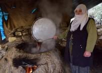 KATKI MADDESİ - (Özel) Hizan'da Bir Asırlık Gelenekle Pekmez Yapılıyor