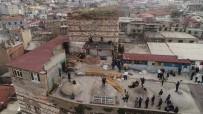 FATİH BELEDİYESİ - Sağır Han'daki Kaçak Yapı Yıkılıyor, Çalışmalar Havadan Görüntülendi