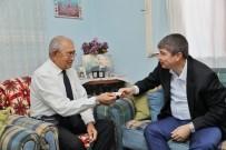 MÜSAMAHA - Şoförün Otobüsten İndirdiği Gaziye Başkan Türel'den Antalya Kartı