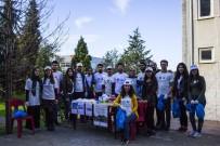 Trabzon Üniversitesi Öğrencilerinden Kampüste Çöp Temizliği
