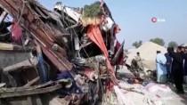 HASTANE YÖNETİMİ - Yolcu Otobüsü Dorseye Çaptı Açıklaması 8 Ölü