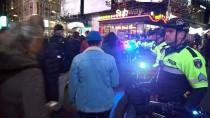 ADALET BAKANI - ABD'de Halk Rusya Soruşturması İçin Sokağa Döküldü