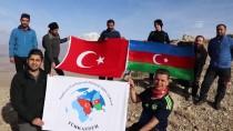 Azerbaycan Devlet Bayrak Gününü Dağın Zirvesinde Kutladılar