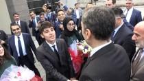 Bakan Ziya Selçuk'a 'Marşlı' Karşılama