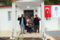 SIHIRLI DEĞNEK - Barakada Yaşayan 6 Kişilik Aile, Yeni Evlerine Kavuştu