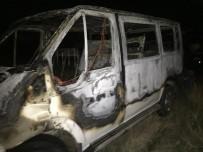SERVİS ARACI - Başkent'te Feci Kaza Açıklaması 4 Yaralı