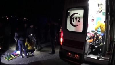 Çorum'da Otomobil Şarampole Devrildi Açıklaması 5 Yaralı