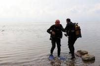 SAKARYA VALİSİ - Eski Bakan Kirliliğe Dikkat Çekmek İçin Sapanca Gölüne Dalış Yaptı