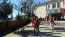 Jandarma Ekipleri Öğrencilerle Basketbol Oynadı