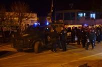 Adana'da polise taşlı, sopalı saldırı